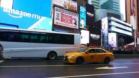 Таймс площадь во время часов пик позднего вечера акции видеоматериалы