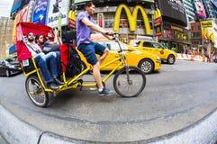 Таймс площадь езды такси велосипеда, Нью-Йорк Стоковое Изображение