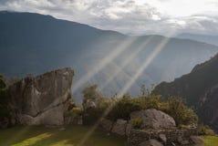Тайна и чудо окружают этот интерес верхней части горы стоковое фото rf