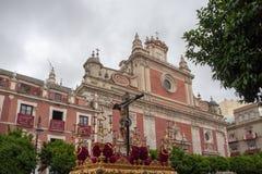 Тайна пропуска братства St Bernard в святой неделе в Севилье стоковая фотография rf