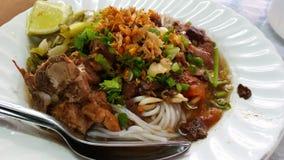 Тайская лапша риса с карри Стоковые Изображения