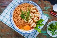 Тайская лапша стиля, kung Tom лапши yum с фрикаделькой говядины стоковые фото