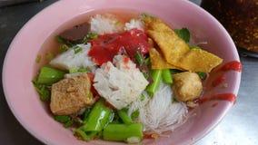Тайская лапша с красным соусом Стоковое Фото