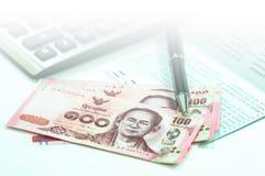 Тайская банковская книжка на предъявителя банкноты и сберегательного счета Стоковое фото RF