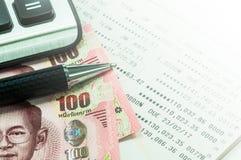 Тайская банковская книжка на предъявителя банкноты и сберегательного счета Стоковые Изображения