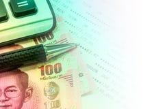 Тайская банковская книжка на предъявителя банкноты и сберегательного счета Стоковая Фотография RF