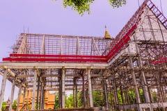 Тайская буддийская церковь в местном Таиланда под конструкцией стоковое фото rf