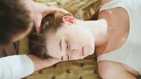 Тайская встреча массажа для слышит и возглавляет для красивой дамы Стоковые Изображения RF