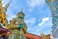 Тайская гигантская статуя в виске на Бангкоке, Таиланде Стоковые Фотографии RF
