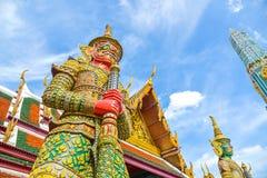 Тайская гигантская статуя в виске на Бангкоке, Таиланде Стоковое Изображение RF