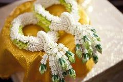 Тайская гирлянда свадьбы Jasmin для groom и невесты, Таиланда Weddin стоковая фотография rf