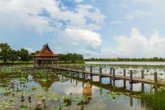 Тайская деревянная архитектура виска на парке NongKhulu в UbonRatchatani Таиланде Стоковая Фотография RF