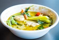 Тайская еда, тайское карри зеленого цвета фрикадельки стоковые фото