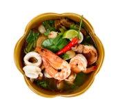 Тайская еда Том Yum Goong изолировала Стоковое фото RF