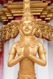 Тайская золотая статуя попечителя Стоковое фото RF