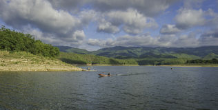 Тайская длинн-замкнутая шлюпка в озере Стоковые Фотографии RF