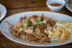 Тайская кухня, кальмар шевелить-зажаренный с чесноком и перчинки стоковые изображения