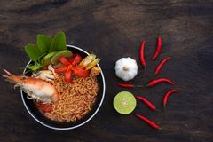 Тайская кухня креветки лапши Том Yum стоковое изображение