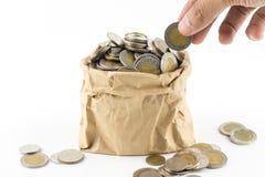 Тайская монетка в деньгах бумажной сумки морщинки коричневых Стоковая Фотография