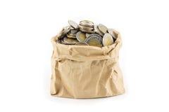 Тайская монетка в сумке морщинки коричневой бумажной Стоковое Фото