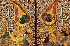 Тайская предпосылка Ramakien чертежа искусства на виске в Таиланде Висок Wat Suthat открыт к общественным настенным росписям на с Стоковые Фото