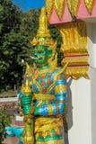 Тайская статуя зеленого цвета Suriyaphob гиганта попечителя буддийского виска Стоковое Изображение