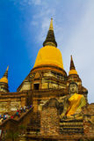 Тайская тройка наклоняет золотой висок Стоковые Изображения RF