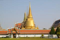 Тайские грандиозные пагоды дворца Стоковое Изображение