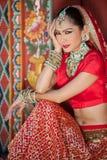 Тайские женщины выполняют танцы Индии в исторических костюмах Стоковое Фото