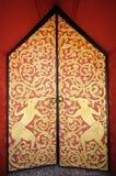 Тайские красные двери Стоковые Фотографии RF