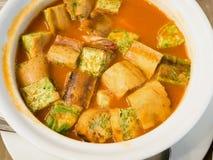 Тайские креветки еды с супом cha-om стоковое изображение rf