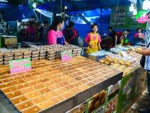 Тайские рецепт десерта заварного крема или Тайск-стиль Tigelada & x28; Португальское sweet& x29; , Еда улицы в Бангкоке, Таиланде стоковое фото rf