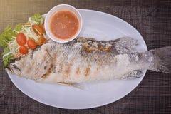 Тайские Сол-Crusted зажаренные рыбы Стоковая Фотография