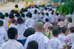 Тайские студенты в параде свечи, стоковое изображение rf