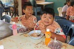 Тайские студенты наслаждаются стоковая фотография rf