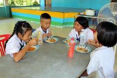 Тайские студенты наслаждаются стоковые фото