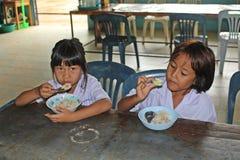 Тайские студенты наслаждаются стоковое изображение rf
