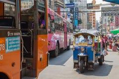 Тайские такси и шина TukTuk стоковое изображение