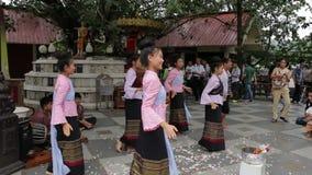 Тайские танцоры в Чиангмае сток-видео