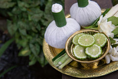 Тайские традиционные шарики 3 комплекта и травы заботы тела Стоковое Изображение