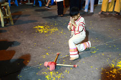Тайские люди детей показывают барабанчик для того чтобы повернуть прочь победу или барабанчик KlongSabatChai Стоковые Изображения RF