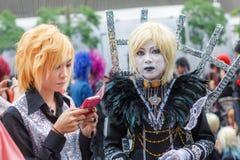 Тайские cosplayers одевают как характеры от шаржа и игры в festa Японии в Бангкоке Стоковые Изображения