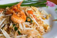 Тайские Stir-зажаренные лапши риса, пусковая площадка морепродуктов тайская Стоковая Фотография