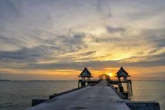 Тайский висок в море Стоковые Изображения RF