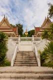 Тайский висок на холме стоковые фото