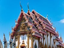 Тайский висок против голубого неба Стоковое фото RF