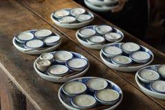 Тайский заварной крем молока кокоса или Khanom Thuai на деревянном столе стоковое фото rf