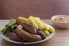 Тайский затир chili и отбеленные овощи Стоковые Фото