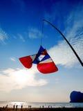 Тайский змей стиля на голубом небе Стоковое Изображение RF