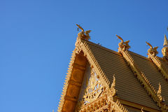 Тайский дизайн крыши в themple keaw pra wat, Таиланде Стоковая Фотография